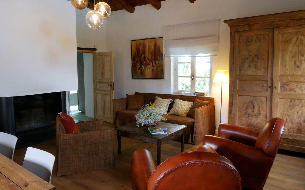 Casa di l 39 onda location villa bergerie au bord d 39 un lac en corse - Salon de la maison bastia ...