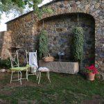 Casa di l'onda jardin extérieur fleurs plantes et chaises de repos